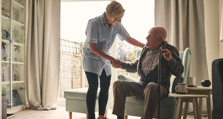 پرستار بیمار سرطانی در منزل